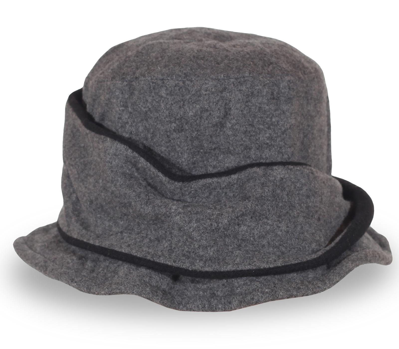 Модная женская шляпка серого цвета