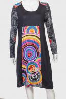Модное платье с ярким фешн принтом.
