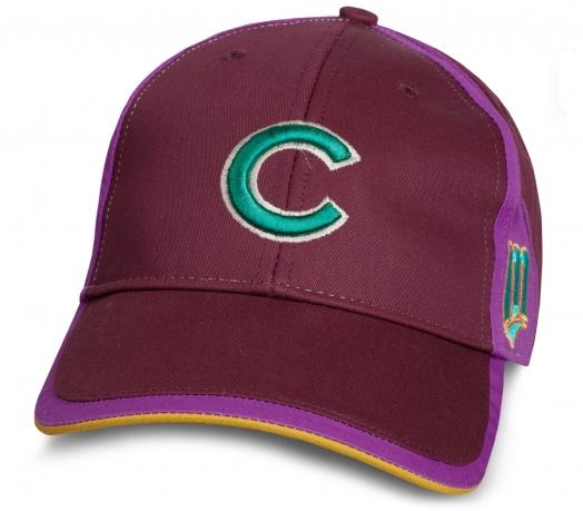 Молодежная бейсболка с буквой C.