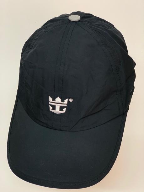 Молодежная кепка черного цвета