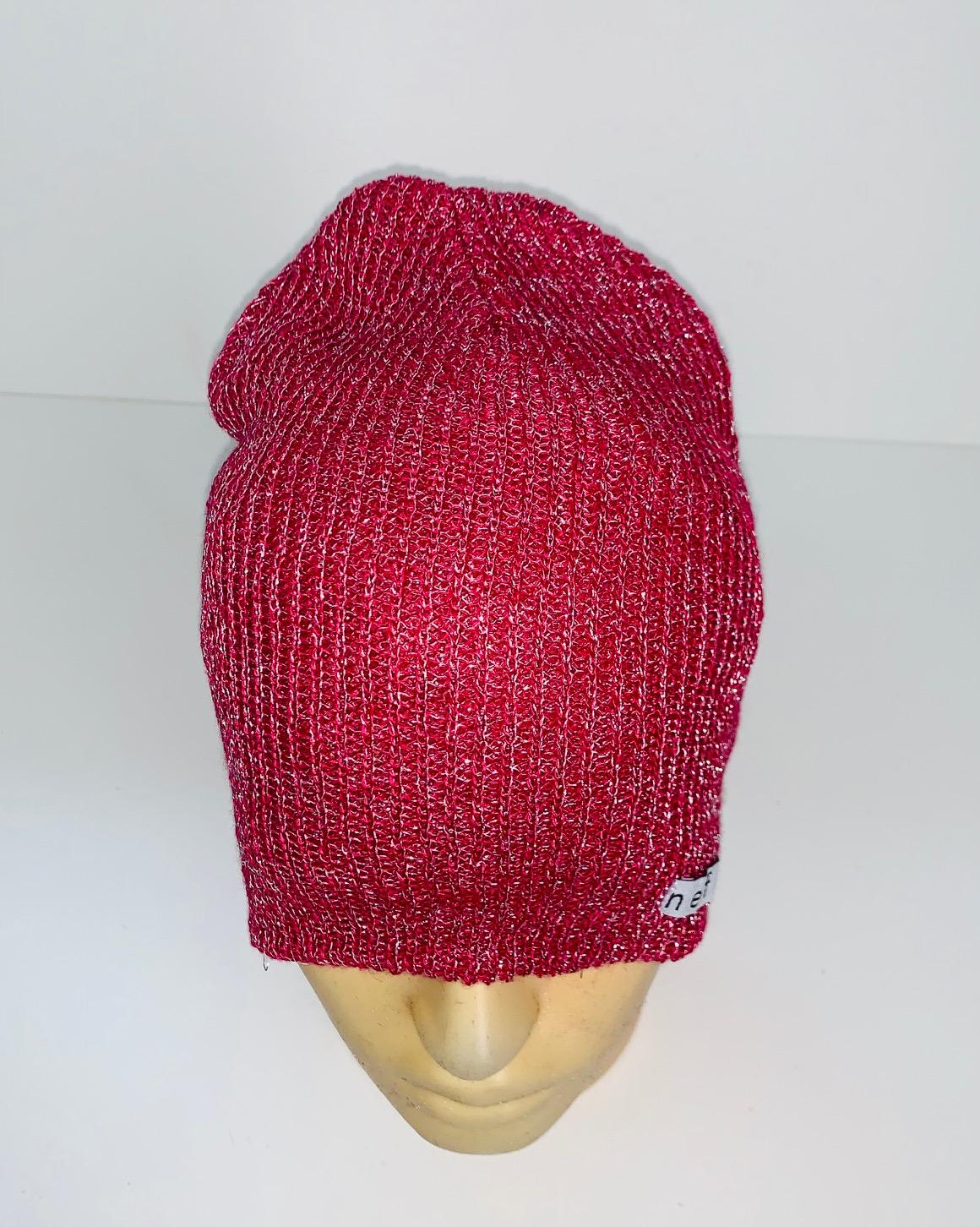 Молодежная красная шапка