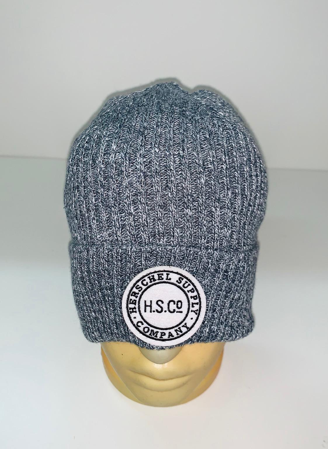Молодежная шапка серого цвета