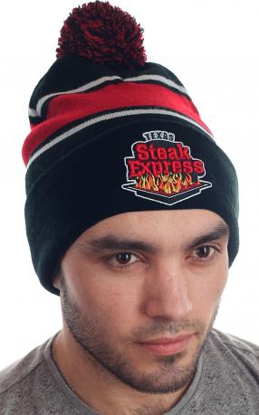 Молодежная стильная шапка с бубоном и яркой нашивкой