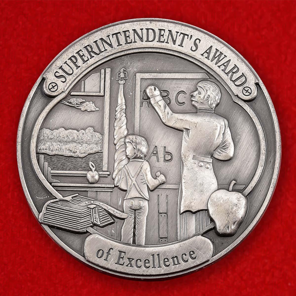 """Монета США """"От директора школьного округа Серебряная долина"""""""