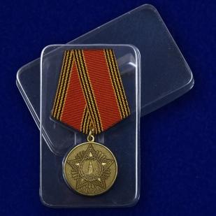 Медаль 60 лет Победы в Великой Отечественной войне - в пластиковом футляре