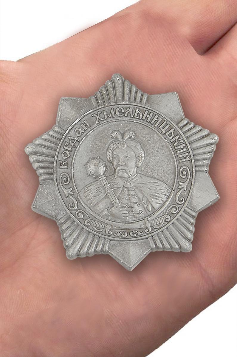 Муляж ордена Богдана Хмельницкого 3 степени (СССР) - вид на ладони
