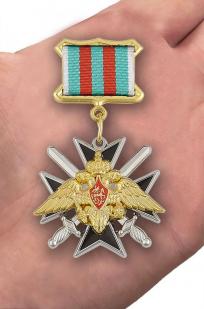Знак «За службу в Таджикистане» - вид на ладони