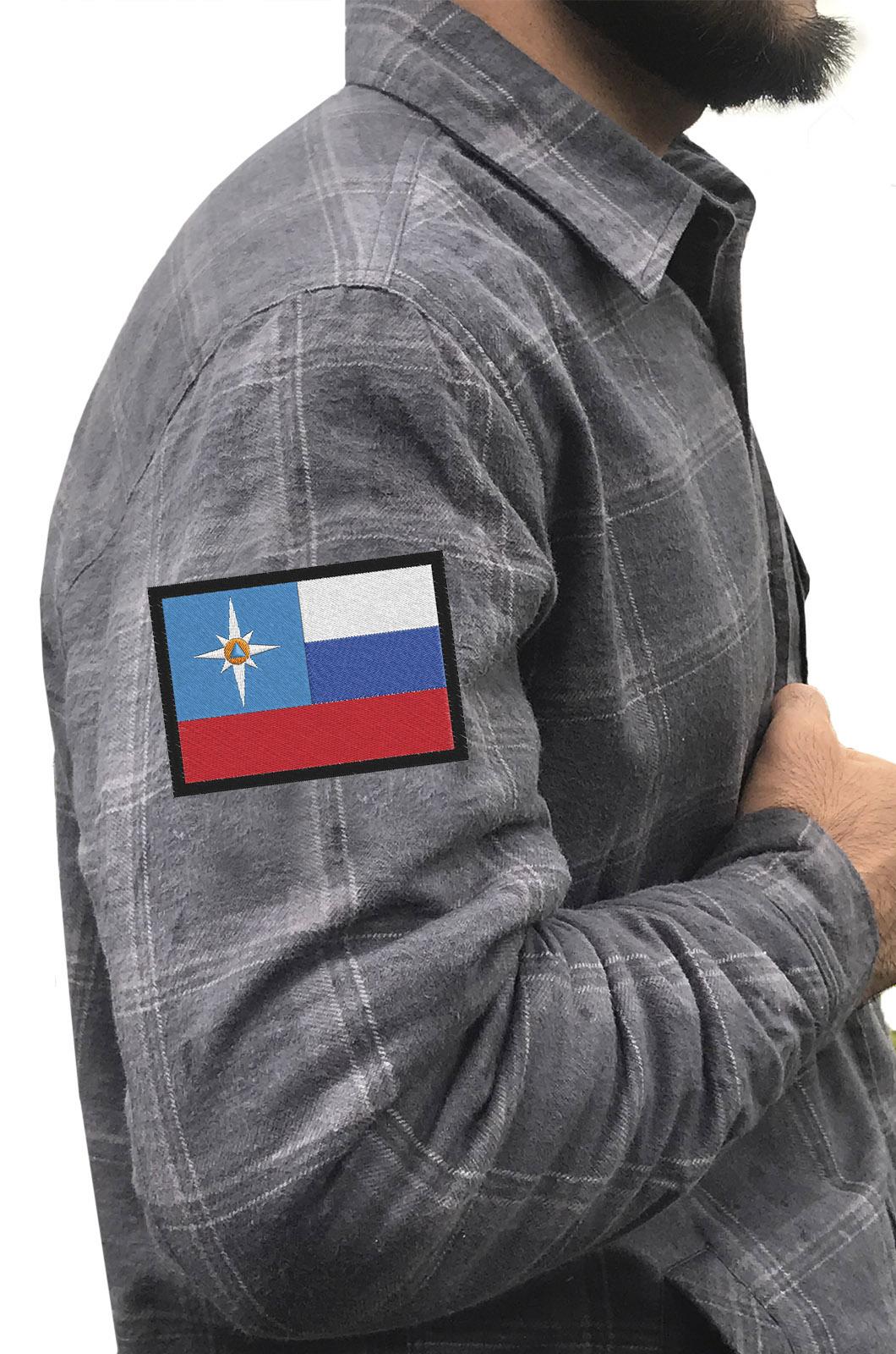 Мужская крутая рубашка с вышитым шевроном МЧС РФ - купить в розницу