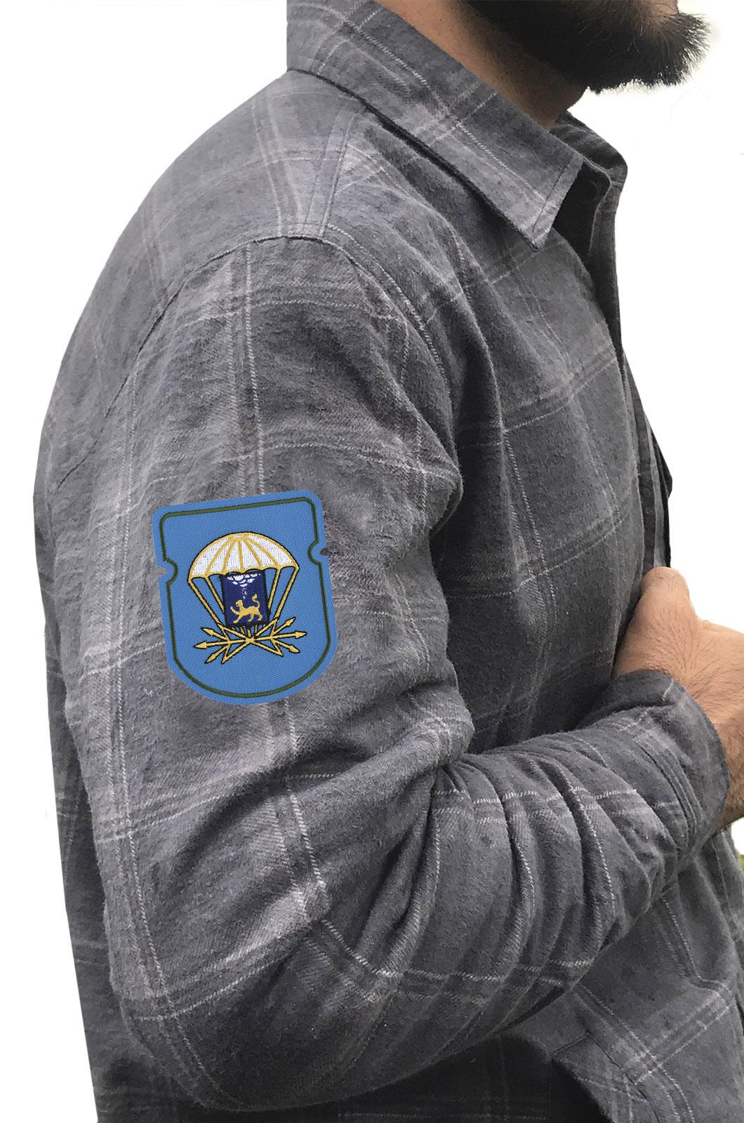 Мужская рубашка с вышитым шевроном 728 отдельный батальон связи 76 ДШД - купить выгодно