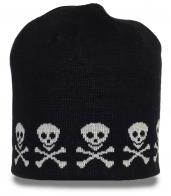 Мужская шапка с черепами