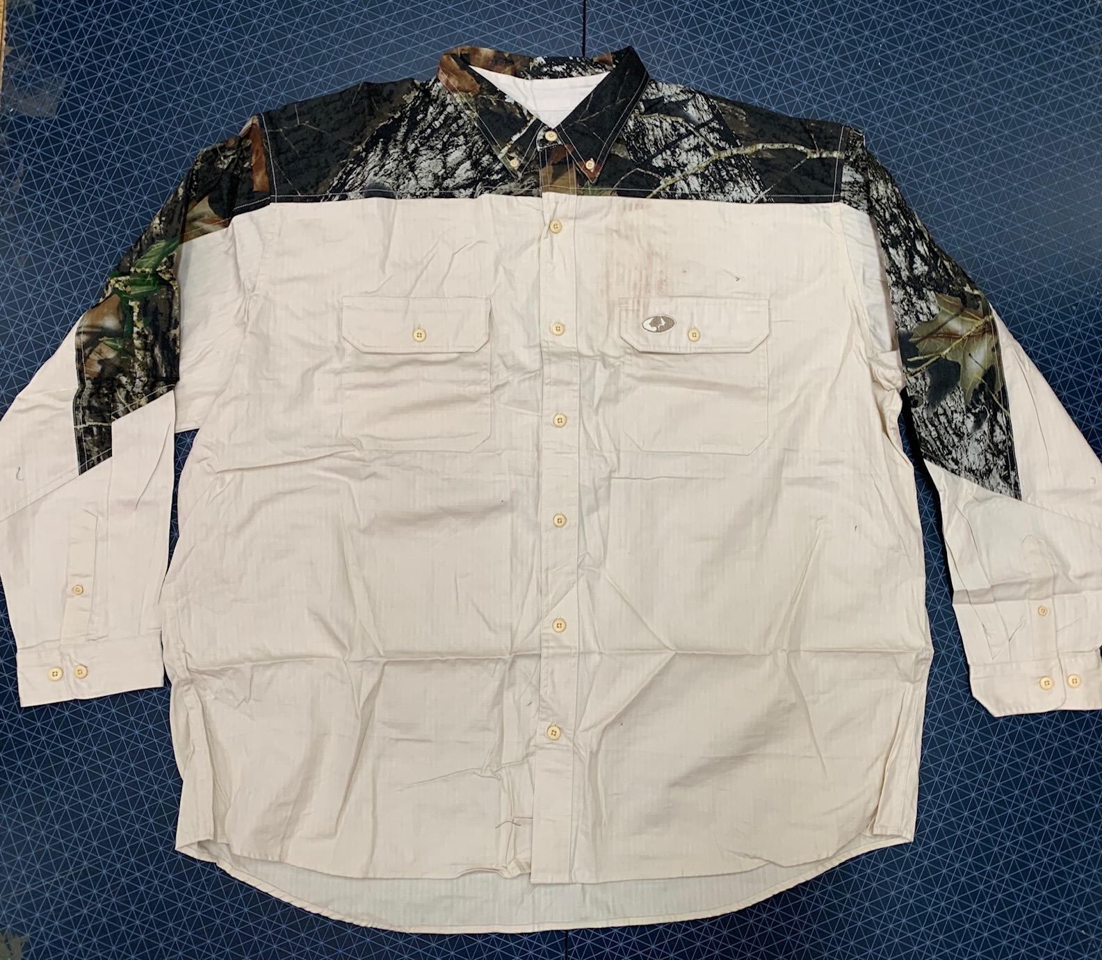 Мужская светлая рубашка с камуфляжными вставками