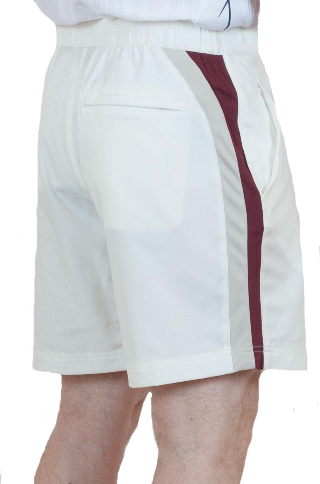 Мужские теннисные шорты белого цвета - вид сзади