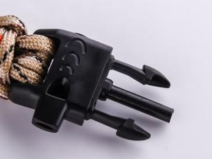 Мужской браслет на запястье со свистком