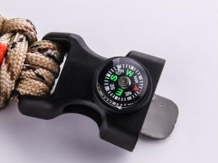 Мужской браслет на запястье с компасом
