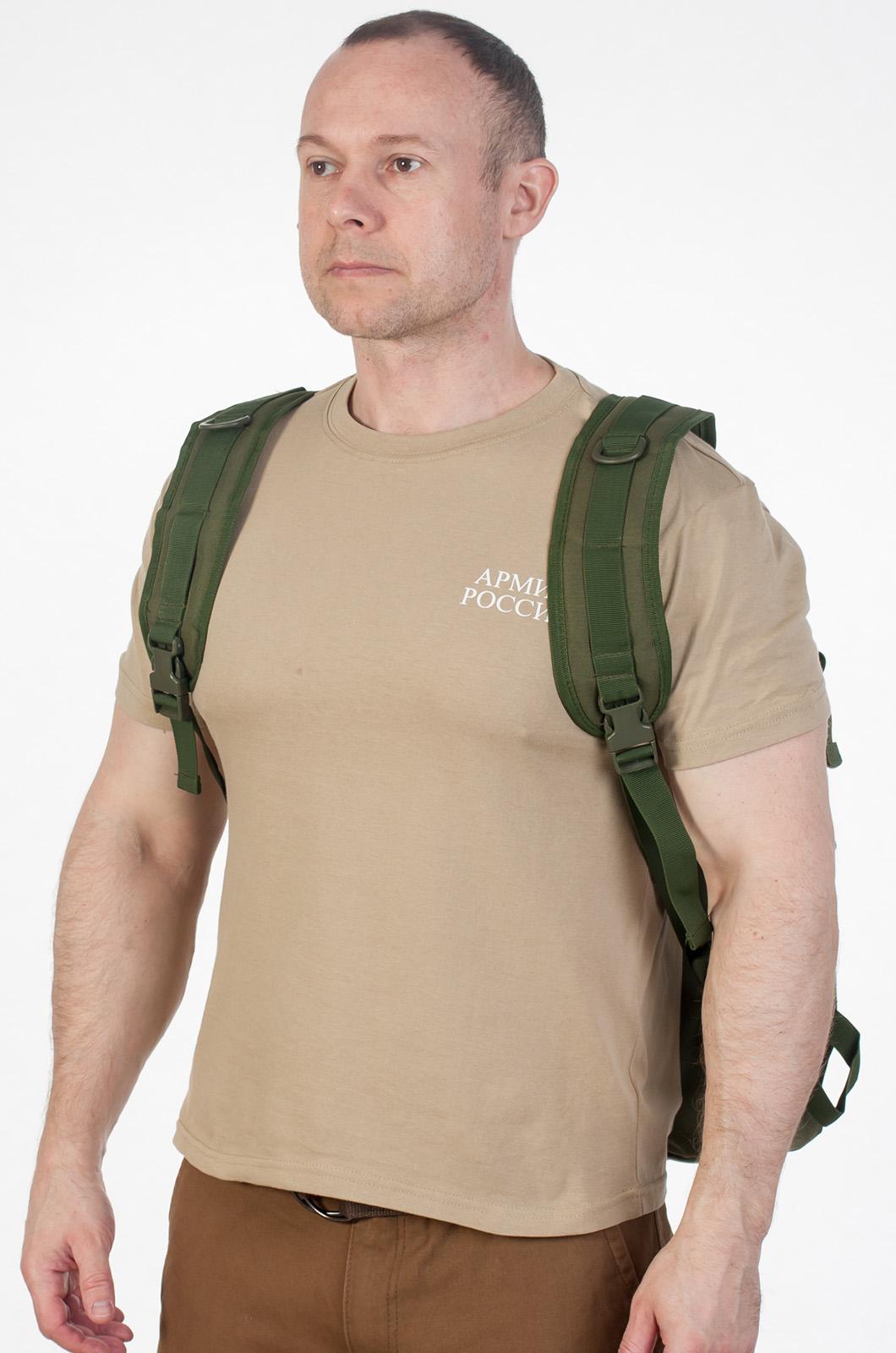 Мужской вместительный рюкзак с нашивкой Ни Пуха ни Пера - заказать оптом
