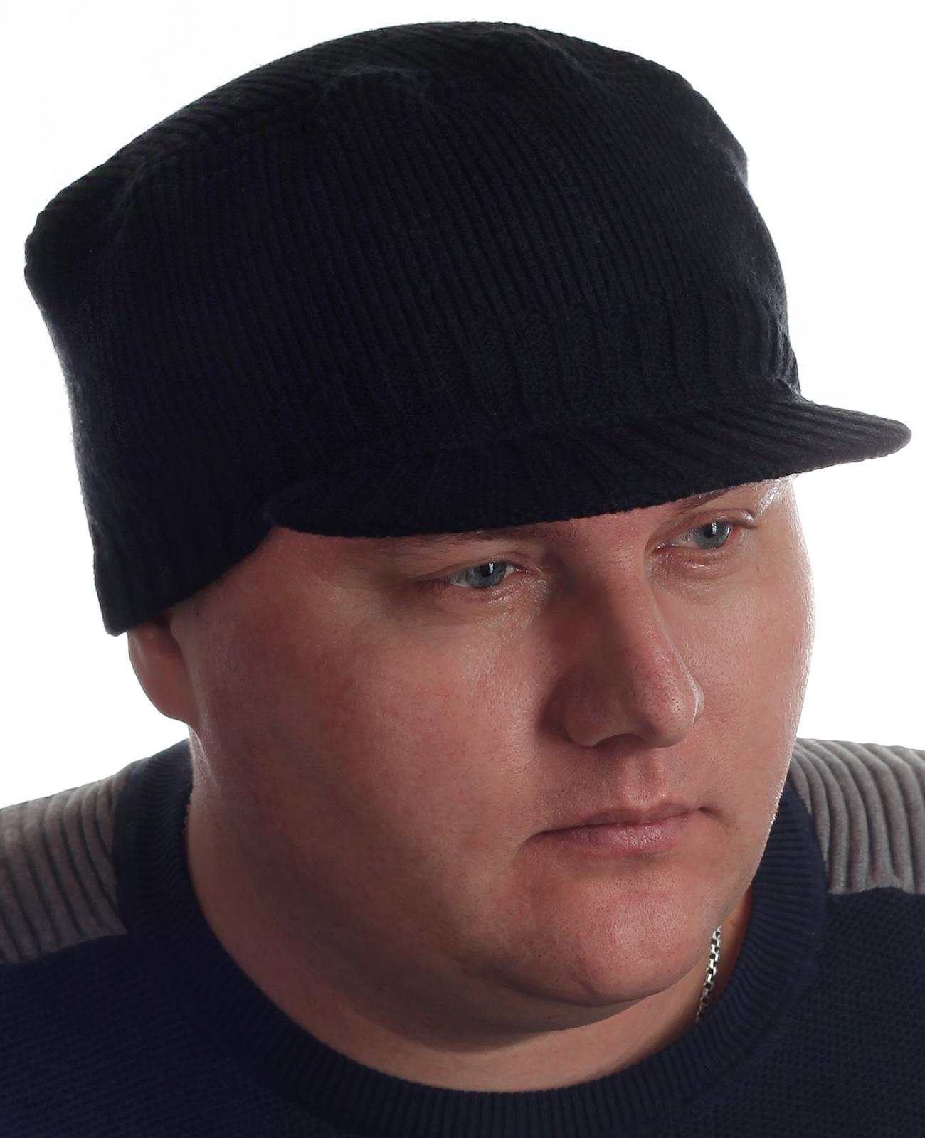 Модные мужские шапки с козырьком. Черный цвет, фасон классика