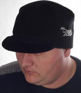 Вязаная мужская шапка Miller Way. Популярная модель с коротким козырьком на осень-зиму. Удачный фасон и для мужчин-консерваторов, и для модников Москвы