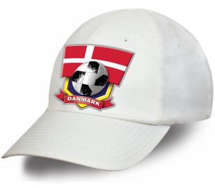 Белая лаконичная бейсболка фанатам Danmark