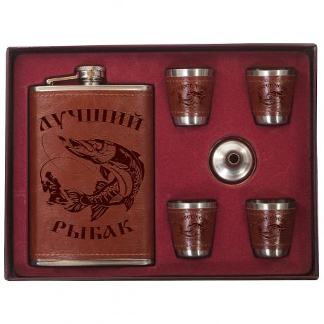 Набор-презент рыбаку: фляжка для спиртных напитков и стопки.