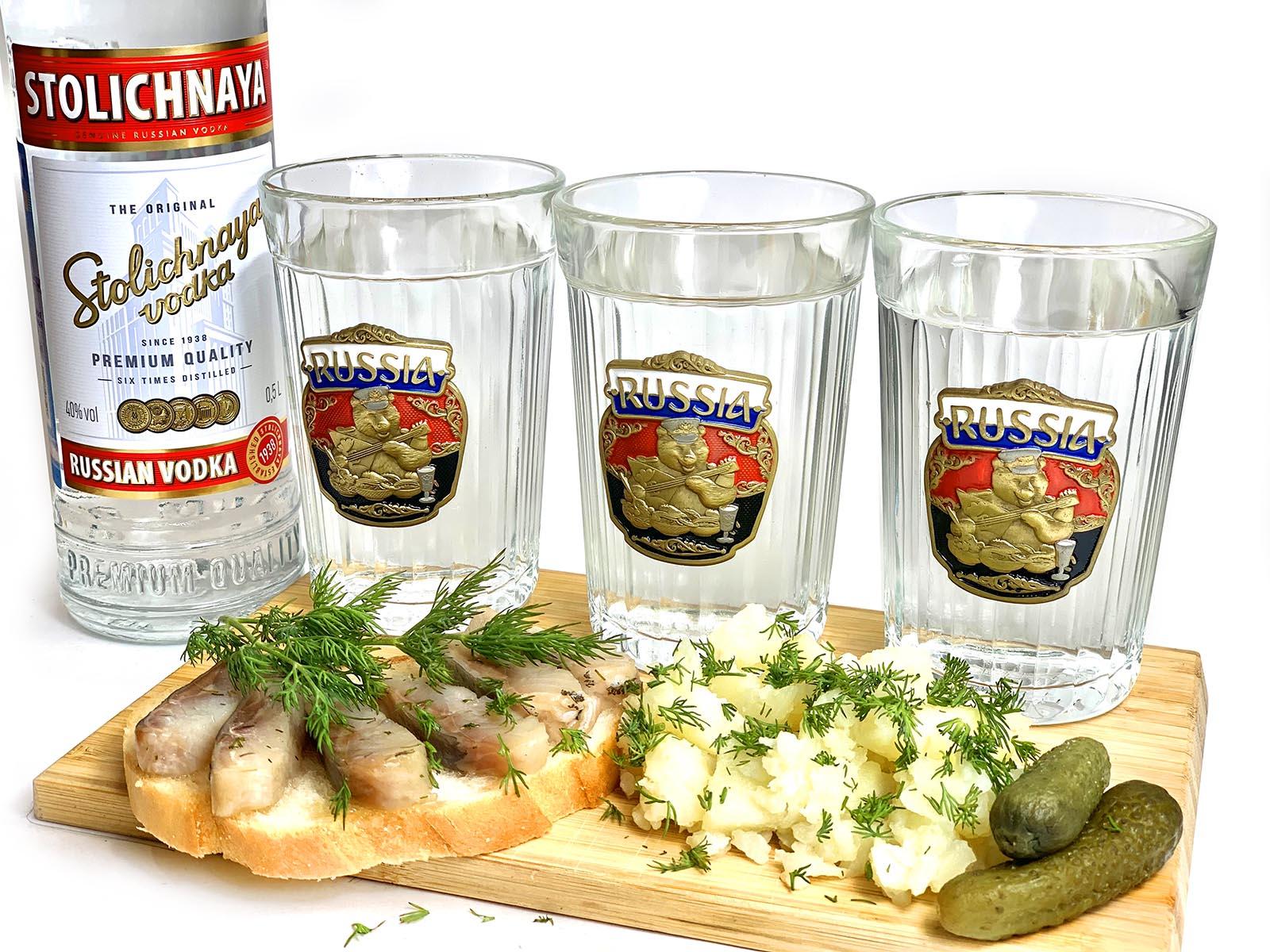 Граненые стаканы по 3 штуки – идеальный мужской подарок