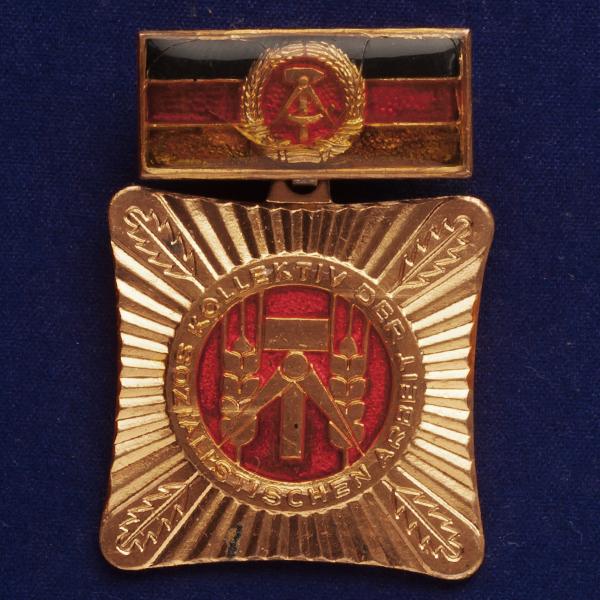 Значок ударника Социалистического труда ГДР