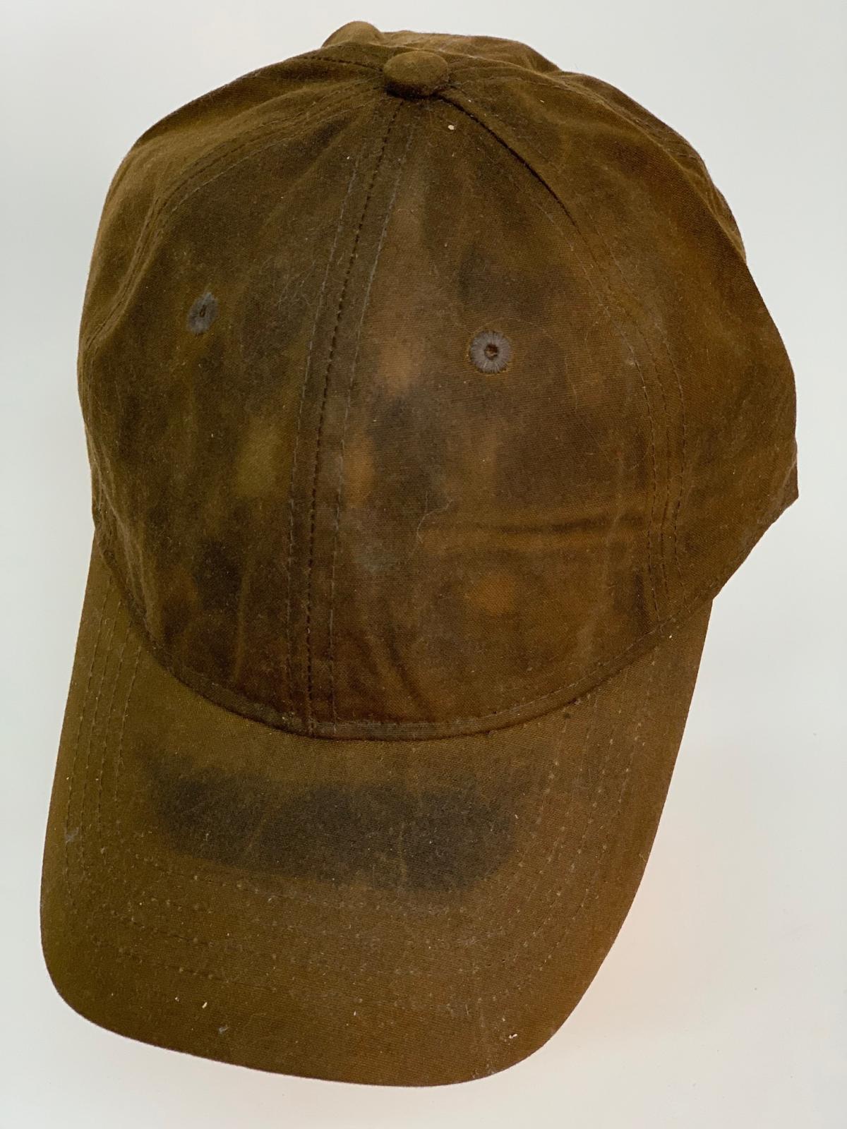 Надежная бейсболка коричневого цвета