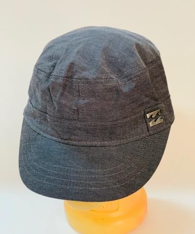 Надежная кепка-немка с металлической накладкой