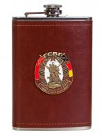 Надежная мужская фляга в кожаном чехле с накладкой ГСВГ