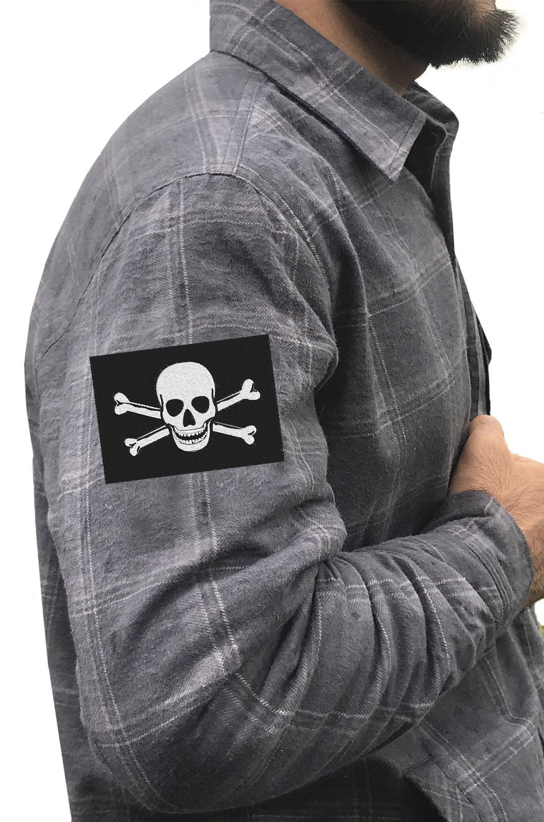 Надежная рубашка с вышитым пиратским шевроном - купить оптом