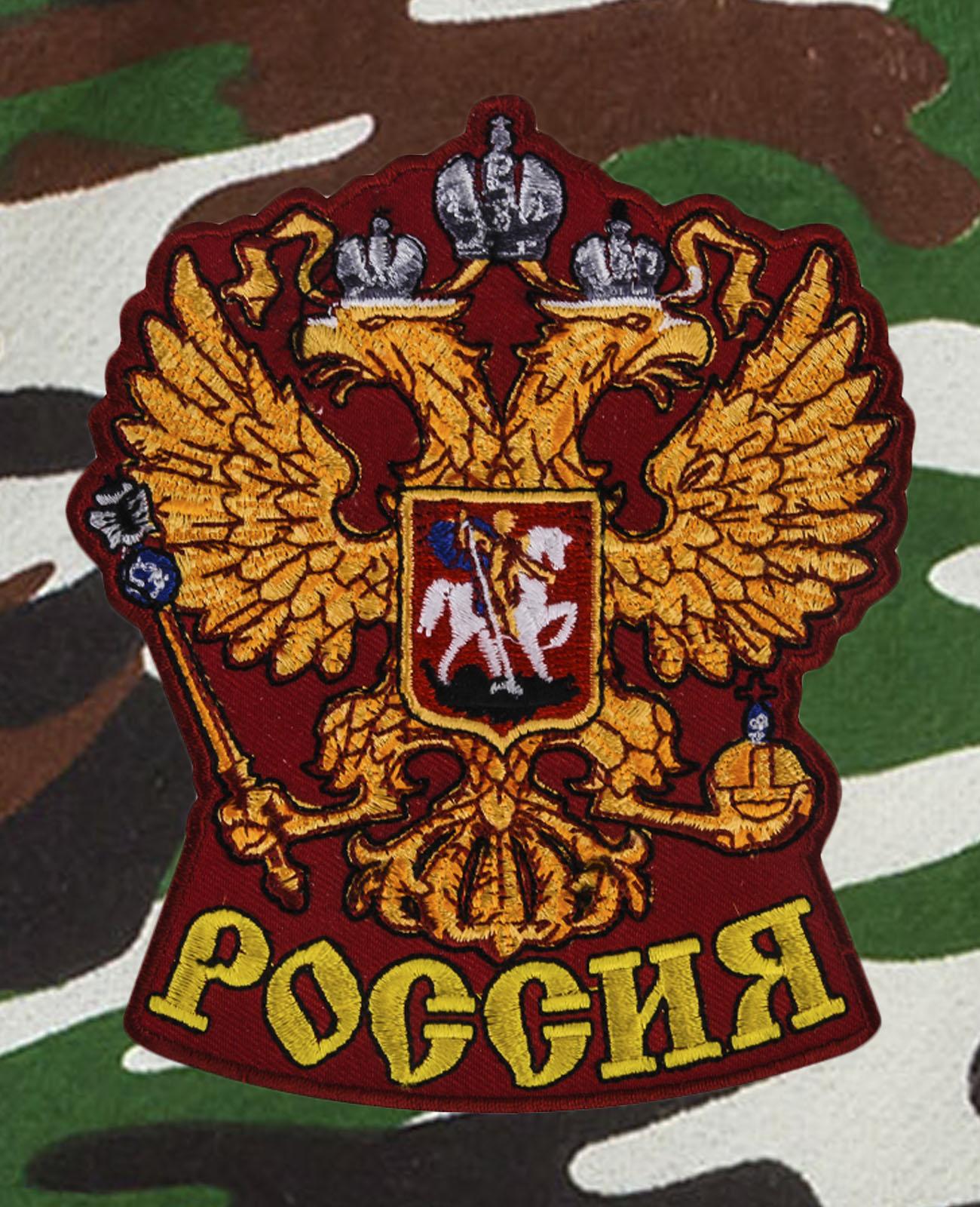 Надежные камуфляжные шорты с карманами и нашивкой Россия