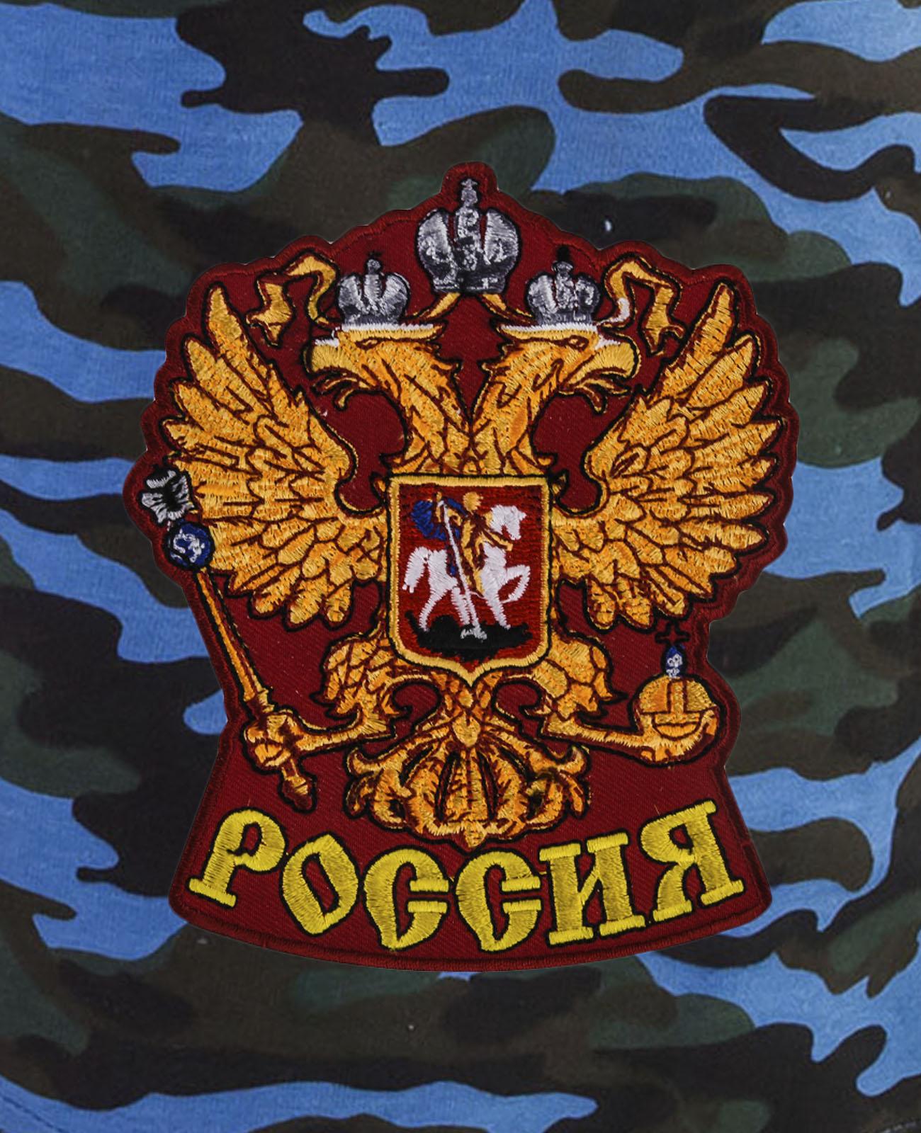 Надежные камуфляжные шорты с нашивкой Россия
