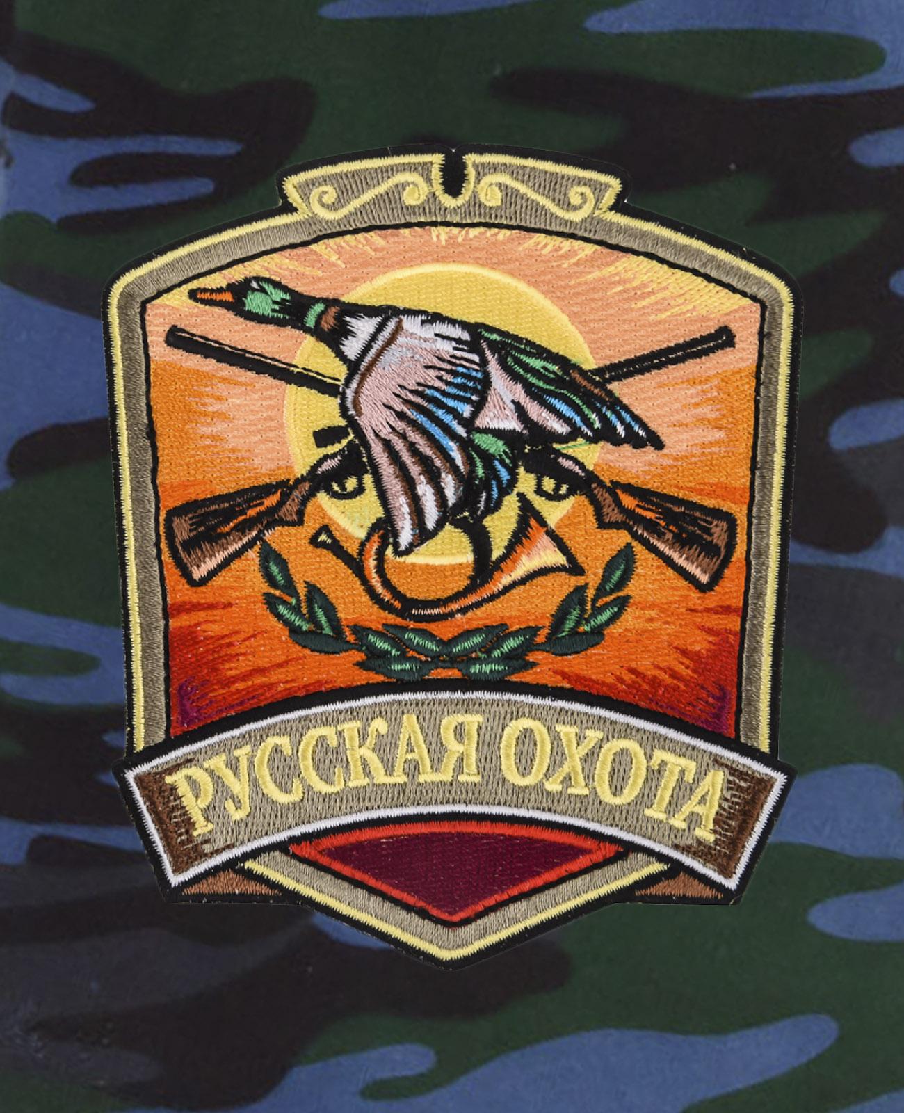 Надежные камуфляжные шорты с нашивкой Русская Охота