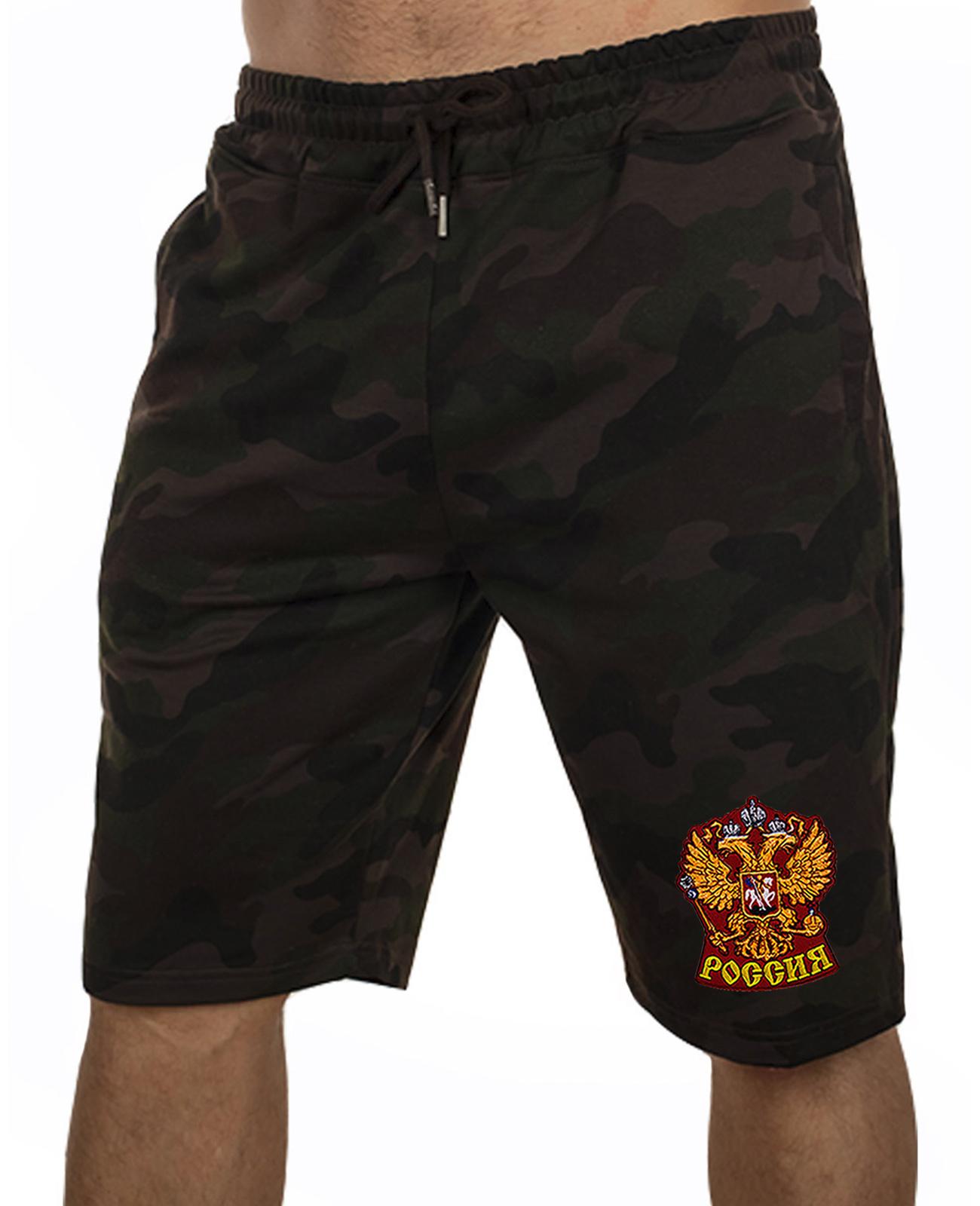 Купить надежные мужские шорты с нашивкой Россия по сниженной цене