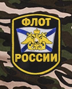 Надежные шорты удлиненного фасона с нашивкой Флот России