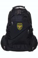 Надежный черный рюкзак с охотничьим шевроном
