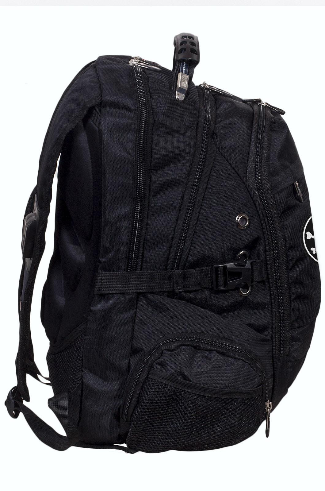 Заказать надежный городской рюкзак с нашивкой Адамова голова