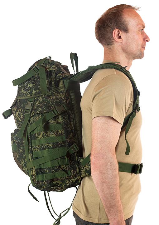 Надежный камуфлированный рюкзак с нашивкой НИ ПУХА, НИ ПЕРА! - купить в розницу
