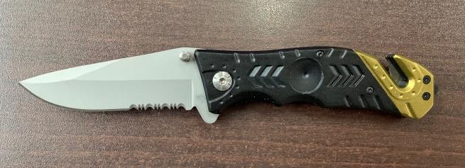 Надежный складной нож с рифленой рукояткой