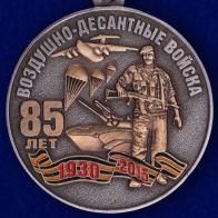 Медаль с символикой ВДВ и тематической композицией. Спешите купить по скидке с удостоверением и футляром