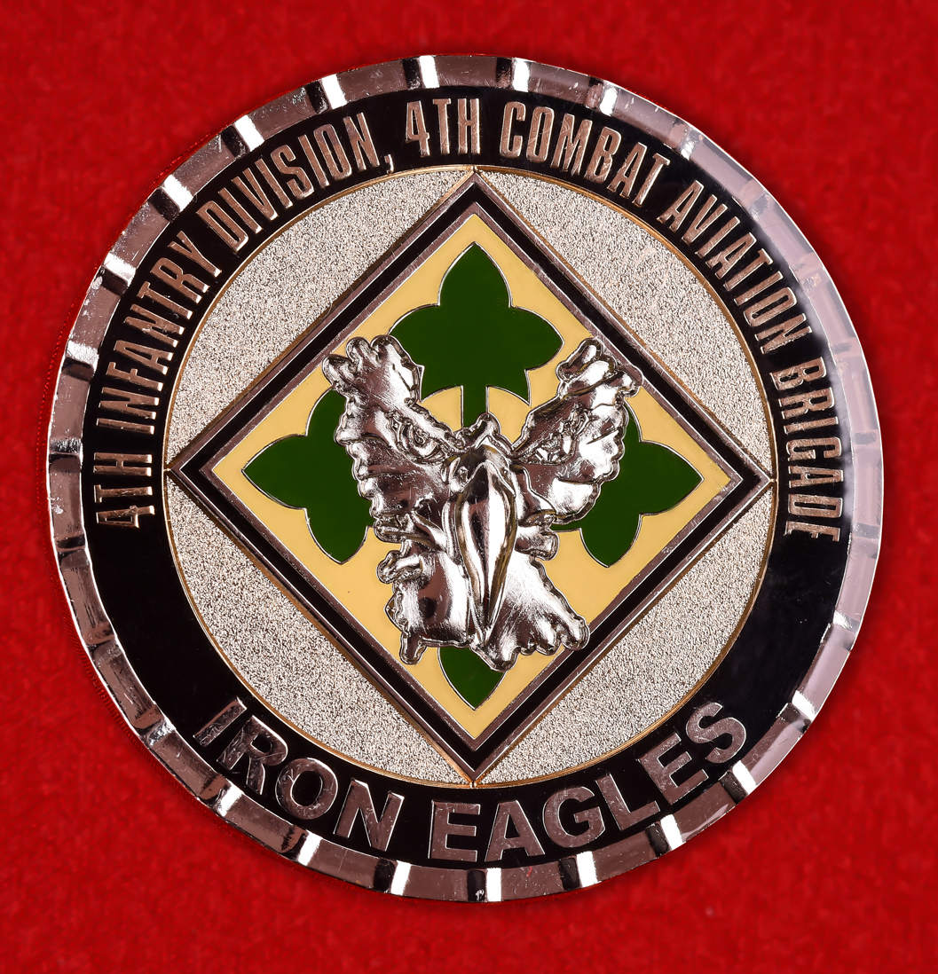 """Наградная монета армии США """"Железный орел за отличие. 4-я пехотная дивизия"""""""