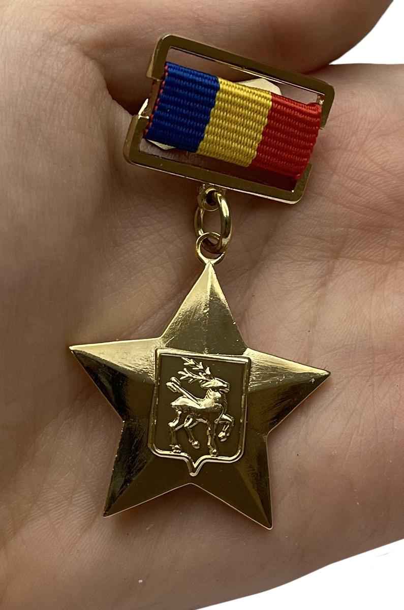 Наградная Звезда Герой казачества - вид на ладони