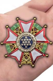 Нагрудный орден Легион почета США 1-й степени - вид на ладони