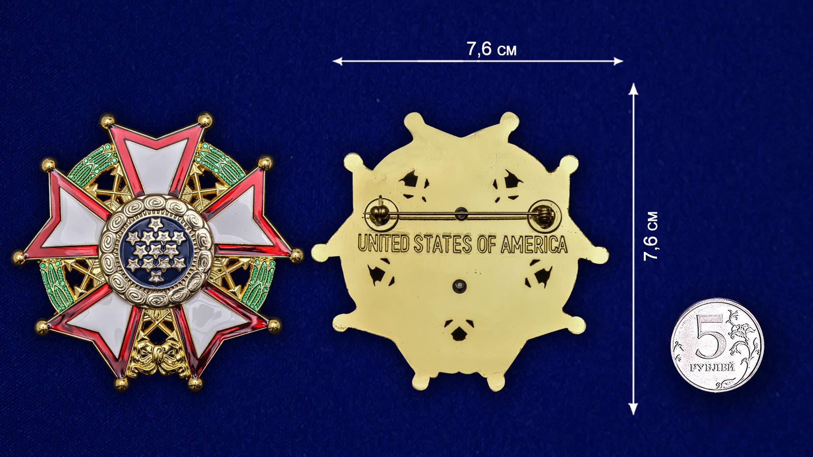 Нагрудный орден Легион почета США 1-й степени - сравнительный вид