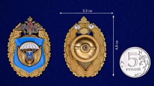 """Нагрудный знак """"76-я гвардейская десантно-штурмовая дивизия ВДВ"""" - сравнительный размер"""