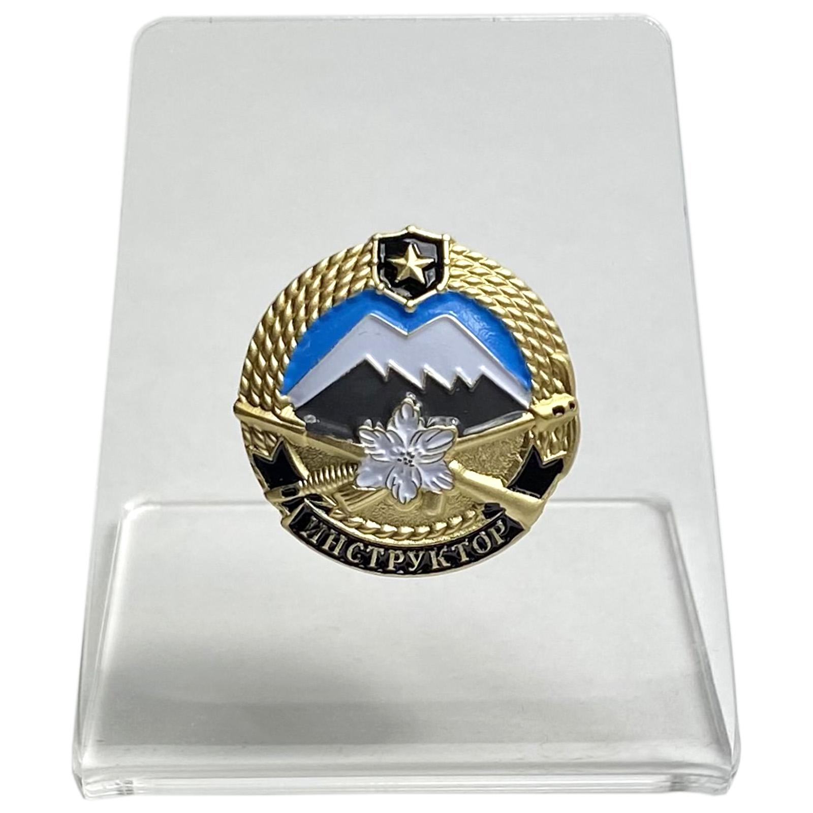 Нагрудный знак Инструктор горной подготовки на подставке