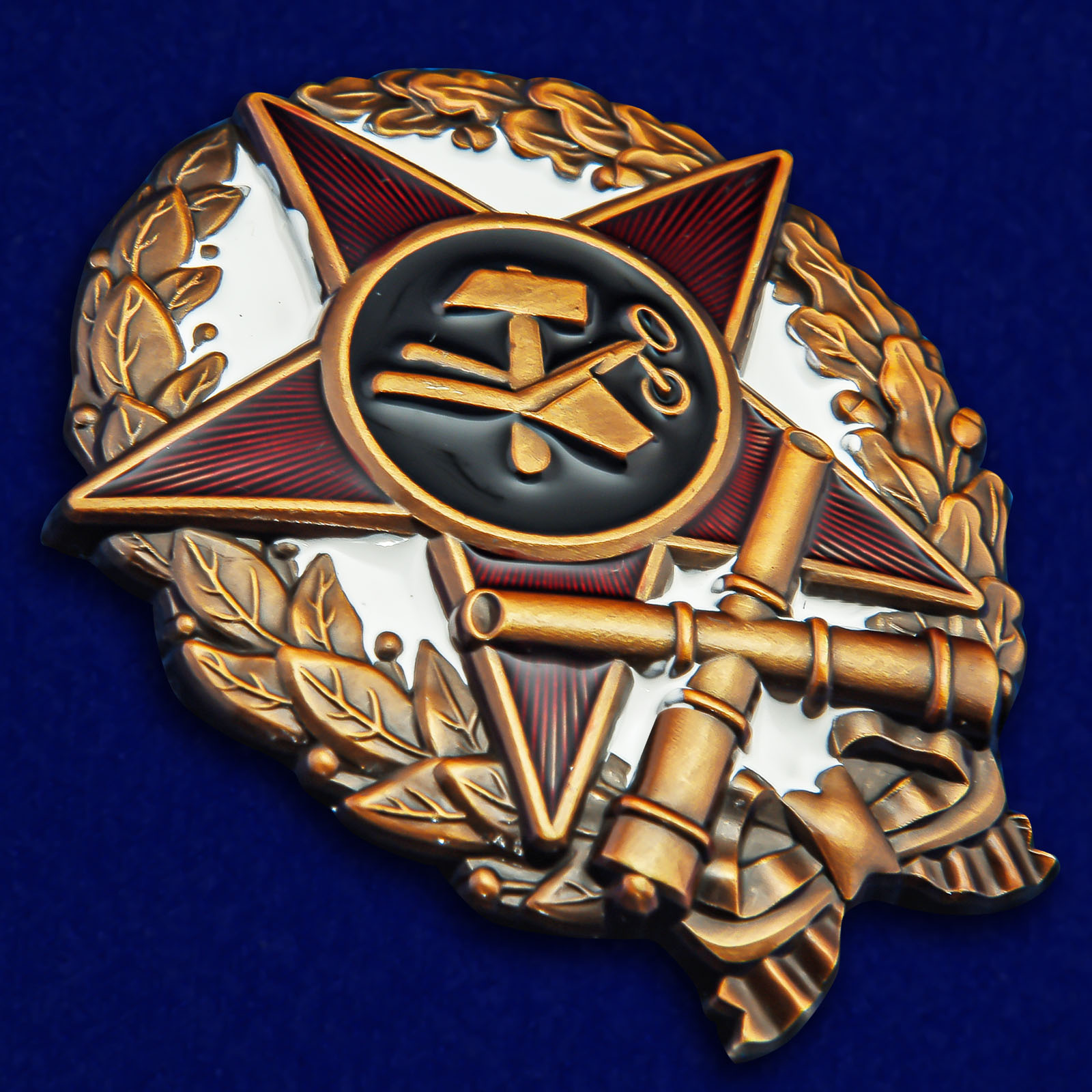 Нагрудный знак Командир-артиллерист - общий вид