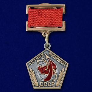 Нагрудный знак Летчик космонавт СССР - общий вид
