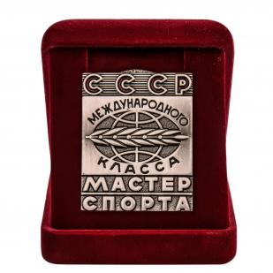 Нагрудный знак Мастер спорта СССР Международного класса