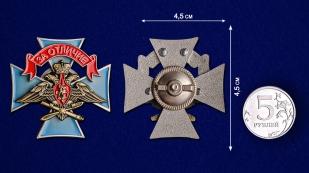 Нагрудный знак ВКС За отличие на подставке - сравнительный вид