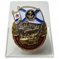 Нагрудный знак За службу в Морской пехоте на подставке